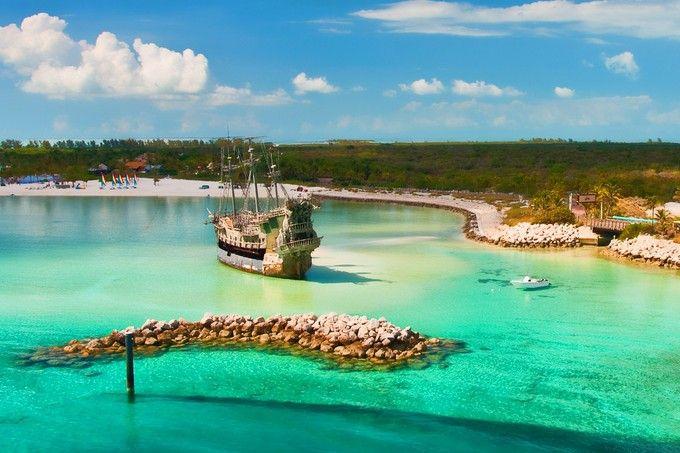 バハマにディズニー所有の夢の島があることをご存知でしたか?その名も「キャスタウェイ・ケイ(Castaway cay)」。ディズニークルーズでしか行く事のできないこの楽園は、楽しくない時間が一秒もない!といわれるほど。いったいどんな島なんでしょうか?ディズニー好きは必見です!
