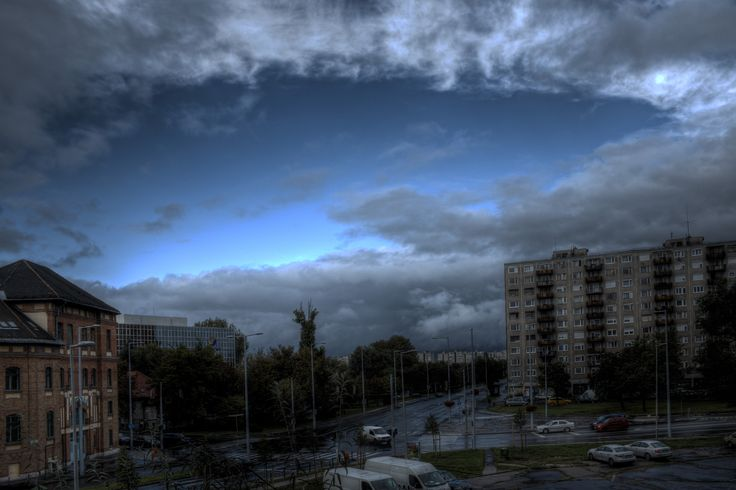 Hole in the sky | HDR creme
