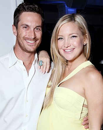 Kate also has a brother, Oliver Hudson. The siblings have both been vocal and spoken out about how they attempted to reach out to their biological father, Bill Hudson but to no avail. Kate and Oliver are known to be extremely close and decided to try and make contact with Bill, however neither of them received any sort of response which was difficult for them to process. However, Kurt was there for the both Kate and Oliver. Indeed, he even mentored them through that time.