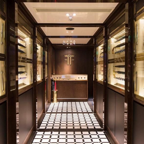 Disguised as a fancy umbrella shop in the heart of Hong Kong, walking into Foxglove speakeasy is like walking into a vintage first-class airplane. | Photo Credit: GQ Japan