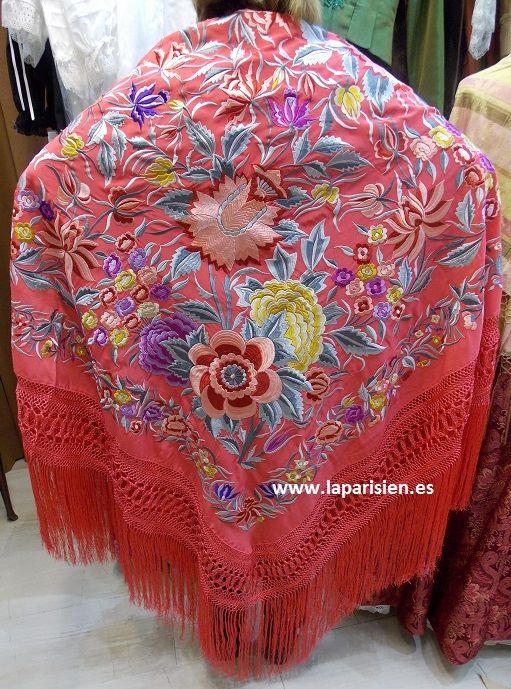 MANTON DE MANILA. Coral bordado en colores, seda natural. 140x140 cm más el fleco