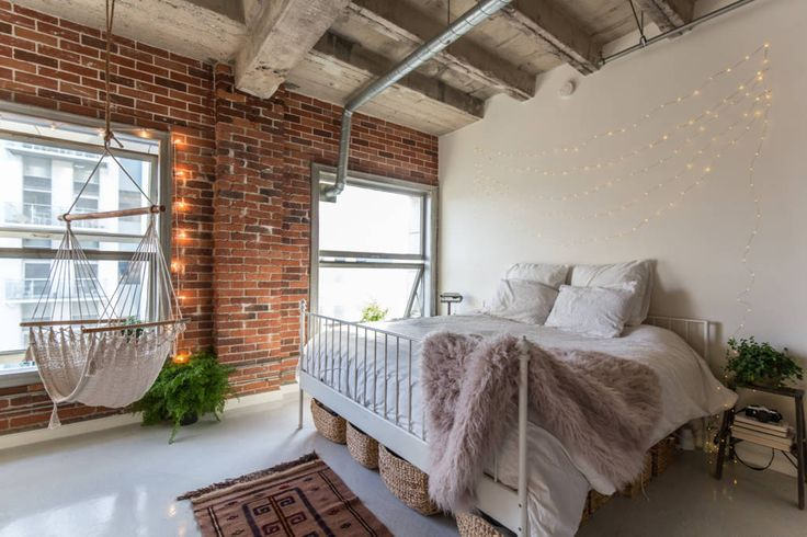 los angeles loft with exposed brick studio loft apartment blog pinterest roze bed los. Black Bedroom Furniture Sets. Home Design Ideas