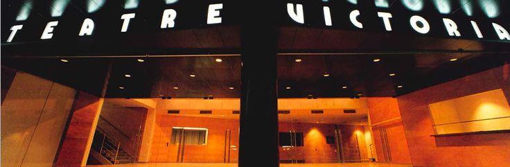 @teatrevictoria Teatre Victòria Situat a la popular Avinguda del Paral·lel, el Victòria és un dels teatres més actius de #Barcelona. Això ha estat possible gràcies a una acurada programació, a la moderna infraestructura del teatre i al treball d'un equip format per professionals del sector #Catalunya