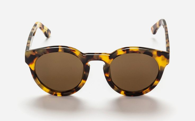Kiteys Sunglasses Marble Demi/Dark Grey Lens. The Sunday Somewhere Kitey Sunglasses feature a handmade unisex frame that evoke a sense of sophistication. With its high quality mirrored UV lenses, the eyepiece is a refined accessory of the highest quality. http://www.zocko.com/z/JG1nB