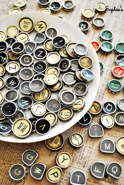 ok now I need add to my buy list- old typewriter to make these for ScrapbookingJewelry Tutorials, Keys Jewelry, Typewriters Jewelry, Vintage Typewriters, Sophia, Ideas For Old Typewriters Keys, How To, Diy, Crafts
