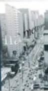Os ensaios reunidos neste livro descrevem e analisam aspectos da dinâmica cultural urbana de São Paulo, articulados em torno do lazer e da religião como modos de apropriação e recriação do espaço urbano. A antropologia urbana mostra-se como instrumento capaz de tornar estranho o familiar, permitindo, por meio do distanciamento, uma compreensão mais ampla do que é habitual. O texto de abertura, de José Guilherme Magnani analisa a trajetória dos estudos de antropologia urbana, seus problemas e…