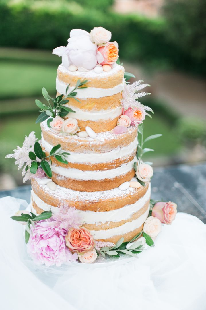 Young, romantic, dreamy. Love this naked cake by Sugar & Spice Bakery!