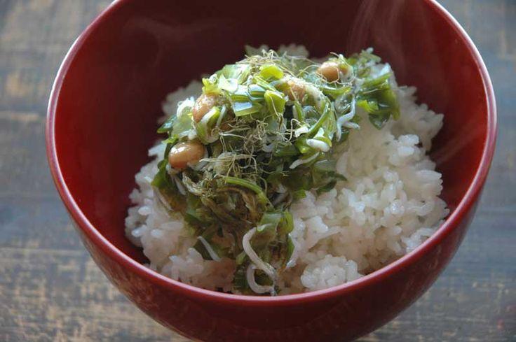 めかぶの簡単どんぶりのレシピ/作り方  ©白ごはん.com