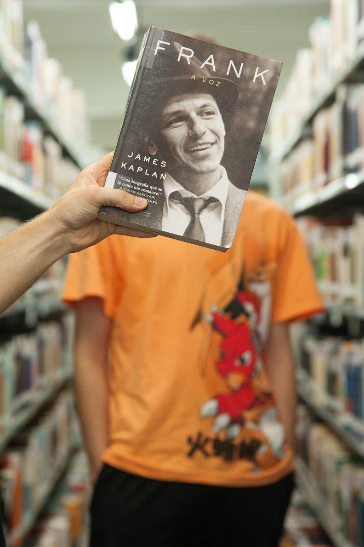 Na sexta-feira da semana passada, a Bibliotecas UCS se engajou na #bookfacefriday. A campanha foi criada pela Biblioteca Pública da Nova Iorque e busca, por meio de uma foto própria, complementar a capa de um livro http://bit.ly/1DR8gZX. A gente gostou tanto da ideia que resolveu ir à Bice para propor a atividade a alguns acadêmicos. P.S.: Veja mais ideias no #instagram da biblioteca em http://bit.ly/1Nm5hgm ou no Flickr da UCS em http://bit.ly/1NmikhX