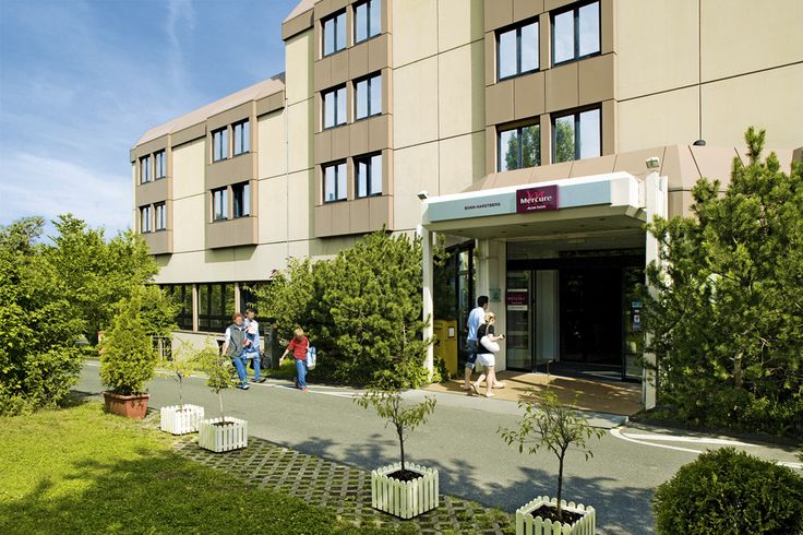 The 4-star Hotel Mercure Bonn Hardtberg is situated in quiet surroundings with a view on Bonn and the Rhine Valley. A direct connection to the A565 motorway and being close to the A59 motorway makes our hotel in Bonn easily accessible. In only ten minutes you will reach the city centre of Bonn by car. As an alternative, a bus will take you straight to Bonn main station every 20 minutes. Cologne's international exhibition centre (45km) and the airport Cologne/Bonn (35km) are also easy to…