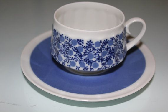 Doria coffee cup and saucer, decoration designed by Raija Uosikkinen.