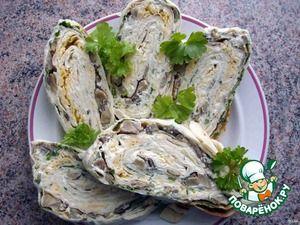 Праздничный рулет из лаваша (лаваш, майонез, петрушка, грибы любые, сыр, сл.масло для обжарки)
