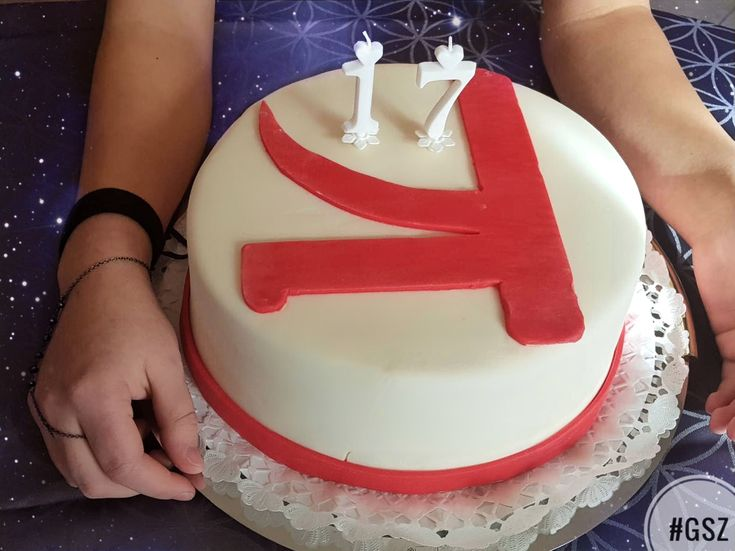 When you have a KSHMR cake on your birthday and the birthday song is 'House of cards' Thank you for the birthday wishes everyone❤️ love for the #kshmrfam ❤️ #kshmr  #kshmrlogo #logo #gsz #gracethekshmrfan