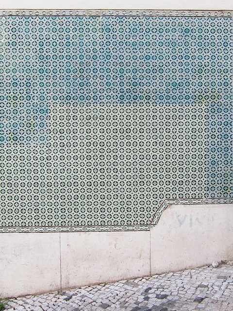 On the wall - Lisbon by Annelie Willemijn
