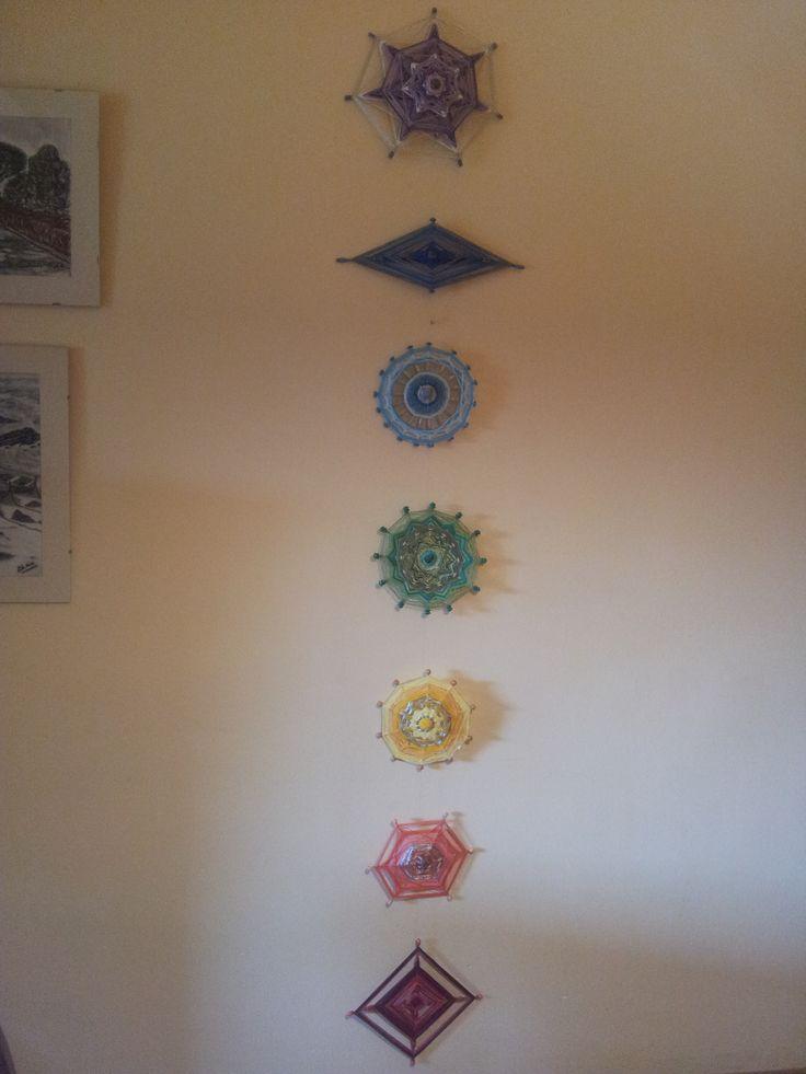 Mandalas decorativos. Representan los siete chakras con sus correspondientes colores y siguiendo en lo posible el número de pétalos de cada uno de ellos que es cada una de las puntas del mandala co...
