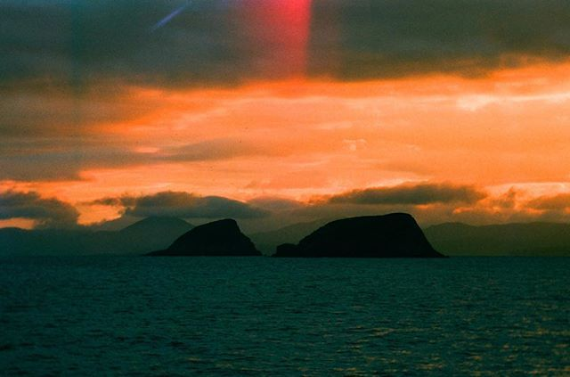 The light leaks from this roll of film are so delicious. Heres the a couple of islands from the Shiant Isle archipelago.      #filmisnotdead #shootfilm #filmphotography #filmstagram #filmcommunity #35mm #lovefilm #analogphotography #sailing #boat #endoceanplastics #ocean #sky #sunset #belugaii