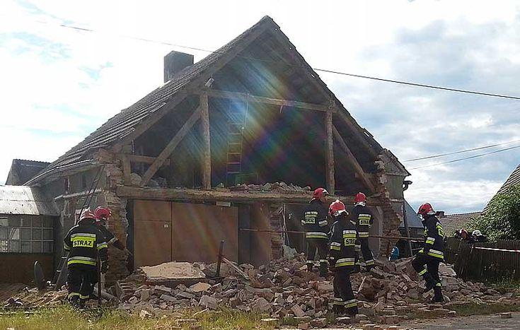 W miejscowości Orzeszków (gmina Wińsko) zawaliła się ściana domu mieszkalnego.  #Orzeszkow #gminaWinsko