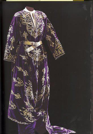 Late-Ottoman 'bindallı entari', early 20th century. Embroidery technique: 'sarma' / 'Maraş işi'.