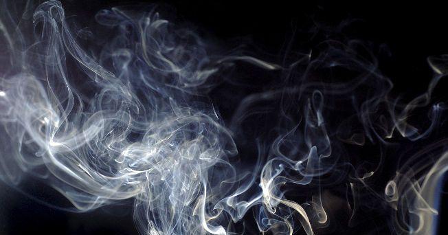 Los niños expuestos al humo de segunda mano en el hogar (fumadores pasivos), tienen un riesgo 50% mayor de desarrollar dos o más trastornos neuroconductuales durante la infancia, en comparación con otros niños sin esta exposición.