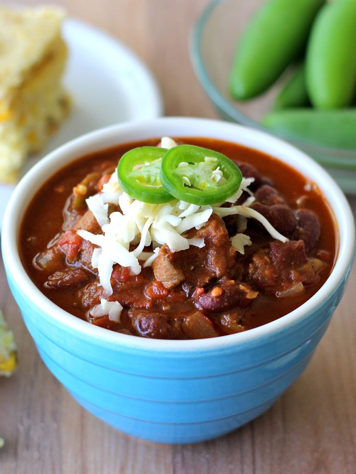 Steak Chili - instead of using ground beef, this simple recipe uses pieces of beef stew meat that are slow cooked until tender. Perfect for Game Day!