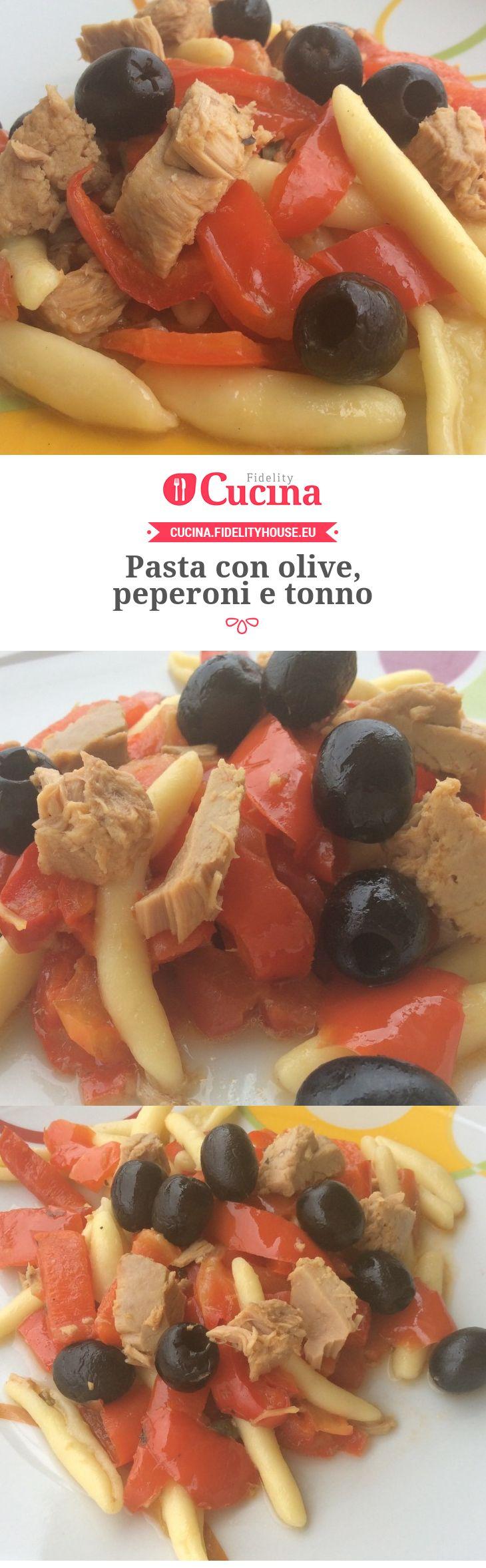 Pasta con olive, peperoni e tonno