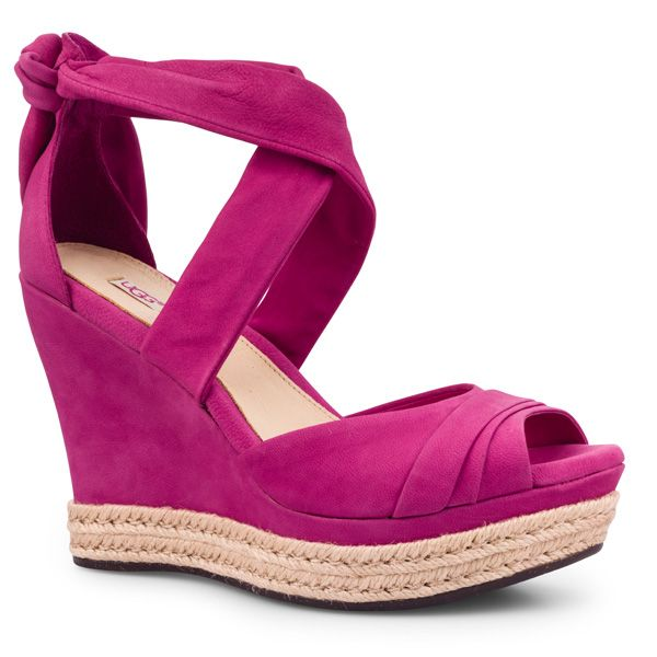 A real eye-catcher from our newest shop #UGG for the summer. #DesignerOutletParndorf