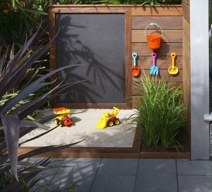 Wat leuk voor de kinderen. Een krijtbord voor in de tuin!