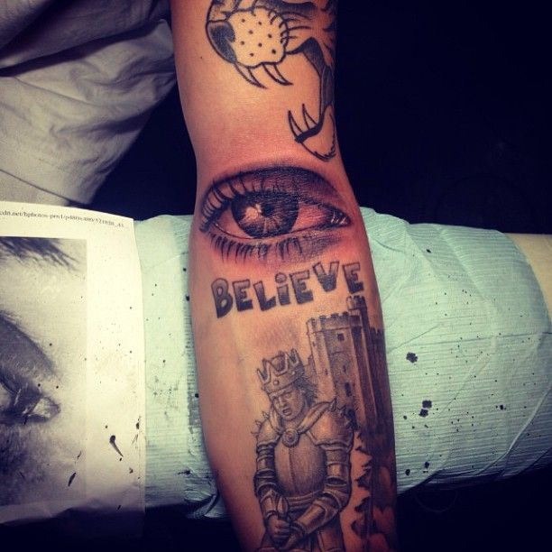 Justin Bieber's Eye Tattoo on His Arm http://www.popstartats.com/justin-bieber-tattoos/jb-arm/eyeball/