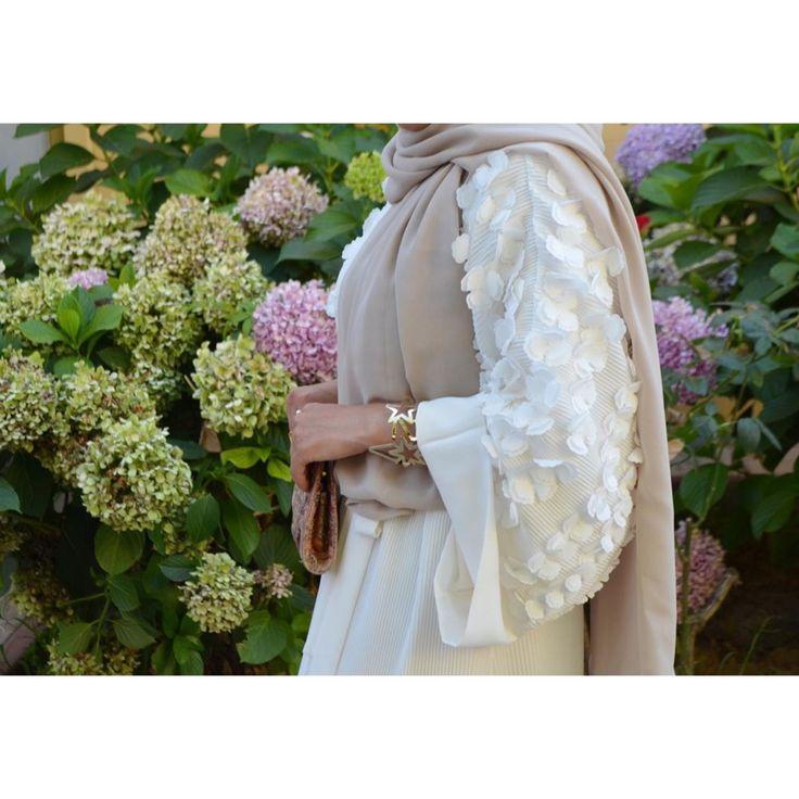 White Abaya