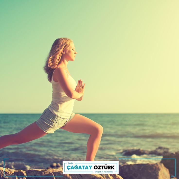 Omurga sağlığı için yapılacak geriye yürüme, parmak ucunda yürüme gibi denge egzersizleri, düşmelere bağlı sakatlık riskini azaltır. Bu egzersizlerin hafta en az 3 gün yapılması önerilir.