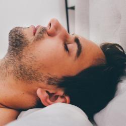 Debido al ritmo de vida que llevamos, cada vez son más frecuentes las consultas por trastornos del sueño y el uso de somníferos se ha extendido.