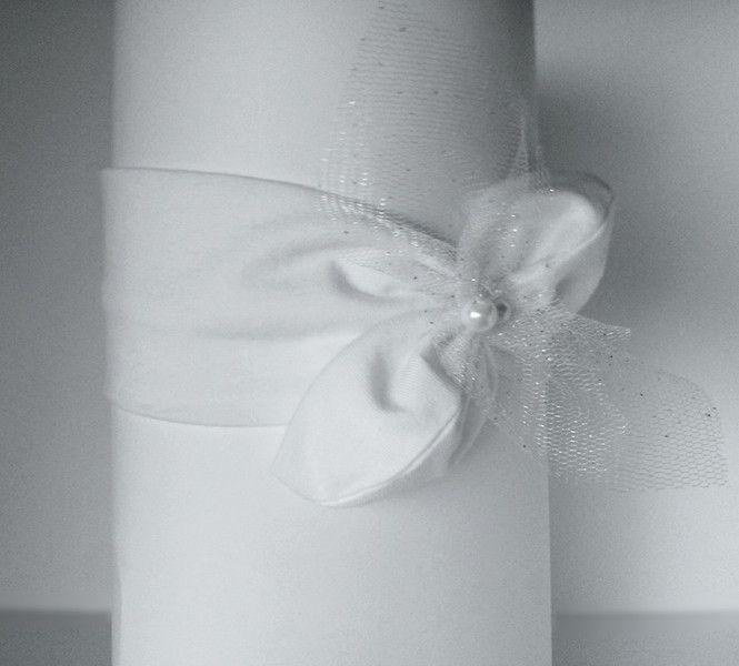 Opaska na chrzest z tiulem i perełkami pin up - MadebyKaza - Opaski dla niemowląt