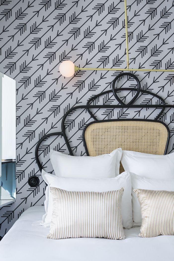 C'est le dernier-né de la collaboration entre Adrien Gloaguen et la décoratrice Dorothée Meilichzon. Biscornu, tout en angles et recoins, l'hôtel Panache a d'ores et déjà les cartes en main pour devenir la nouvelle planque à la mode. Une chambre de l'Hotel Panache.