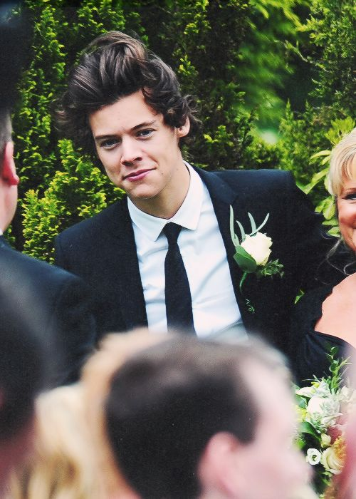 Harry looking at u like this while u come down the aisle at ur wedding omg!!!!