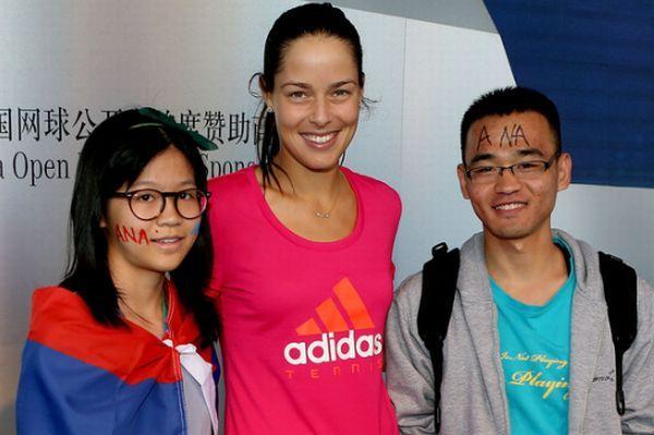 Ana Ivanovic cu fanii in Beijing