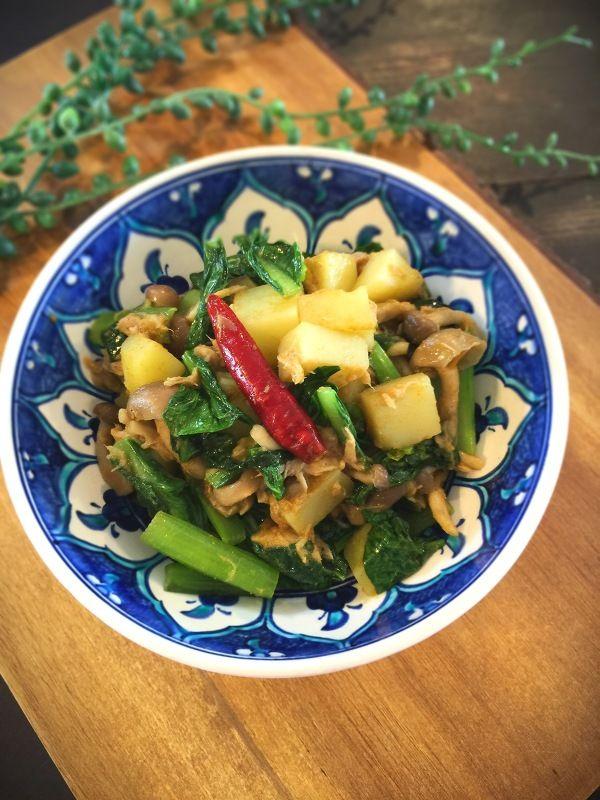 簡単!小松菜とジャガイモのサブジ(インド風炒め)