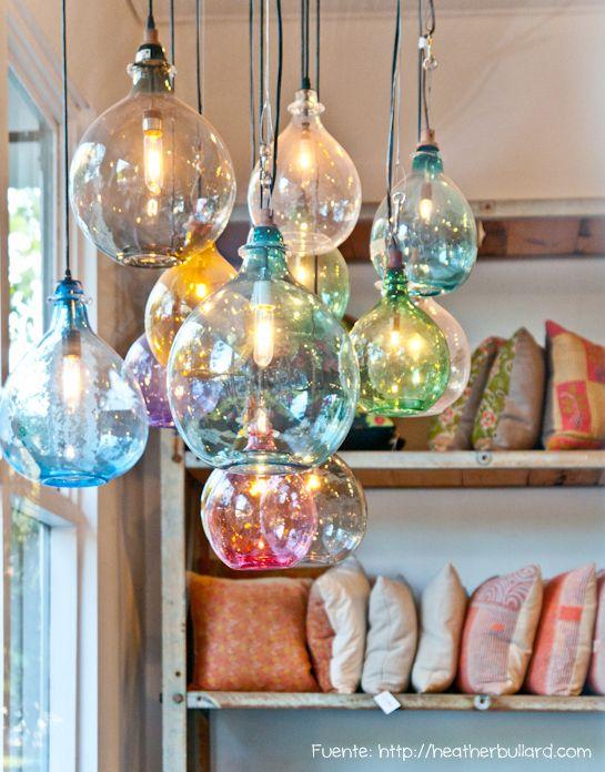 Para un estilo boho-chic, vidrio soplado de colores.