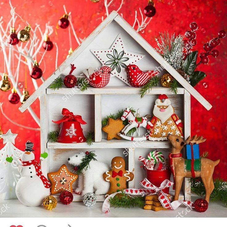 Полка домик для сувениров