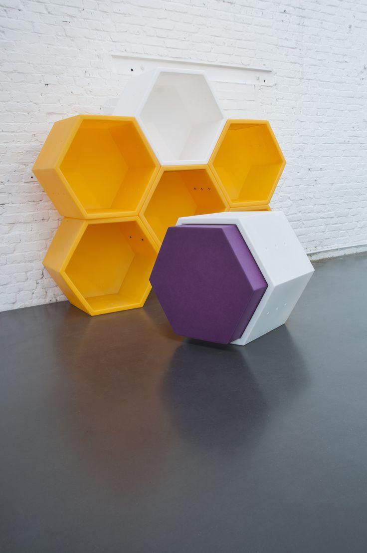 No pienses en uno, piensa en cinco! En su diseño, Thomas Tritsch subraya la forma maciza de la figura matemática creada con cinco ángulos.