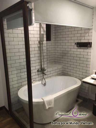 baera exenta con azulejos decorativos tipo metro y conjunto de ducha con - Baera Exenta