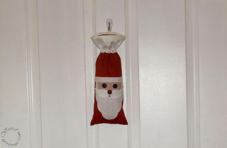 Egy mikulásos tasak ajándékoknak, egy üveg bornak, vagy csak úgy, dekorációnak.