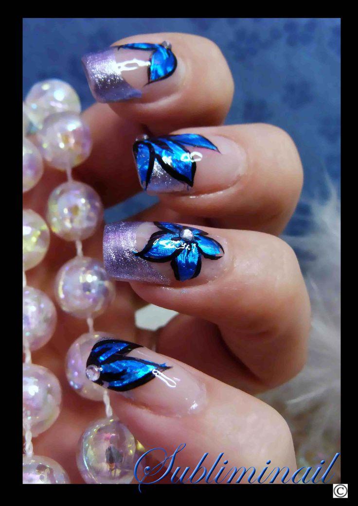 Nail art fleurs réalisées en foil