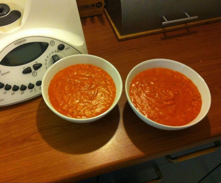 Tomatensuppe mit frischen Tomaten und Reis