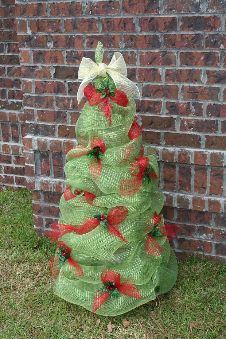 Mesh ribbon tree used tomato cage wide green and red mesh for Red ribbon around tree