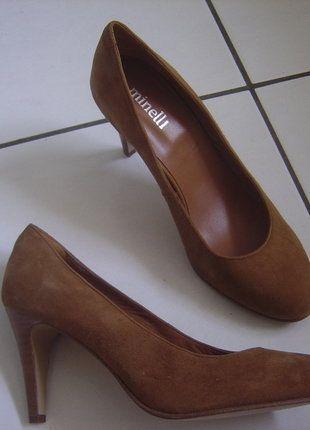 À vendre sur #vintedfrance ! http://www.vinted.fr/chaussures-femmes/talons-hauts-et-escarpins/38356445-minelli-escarpins-en-cuir-daim-pointure-40-comme-neufs