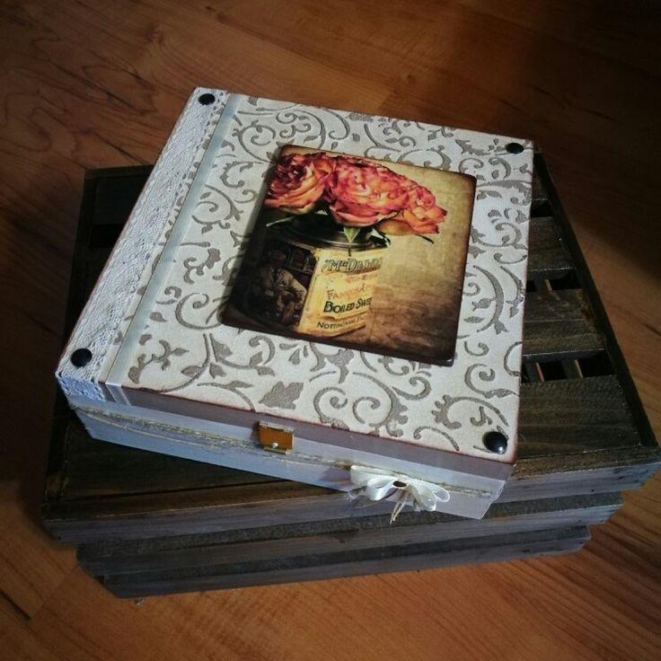 Rózsás rátéttel diszítettem ezt az amúgy 3D-s mintázatú ékszeres dobozkát! / roses,decoupage,lace,3D technik