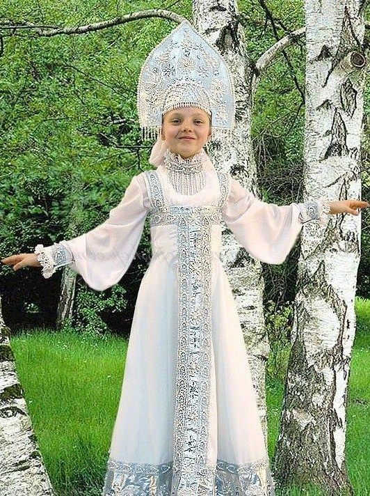 Russian girl in traditional costume. #kids