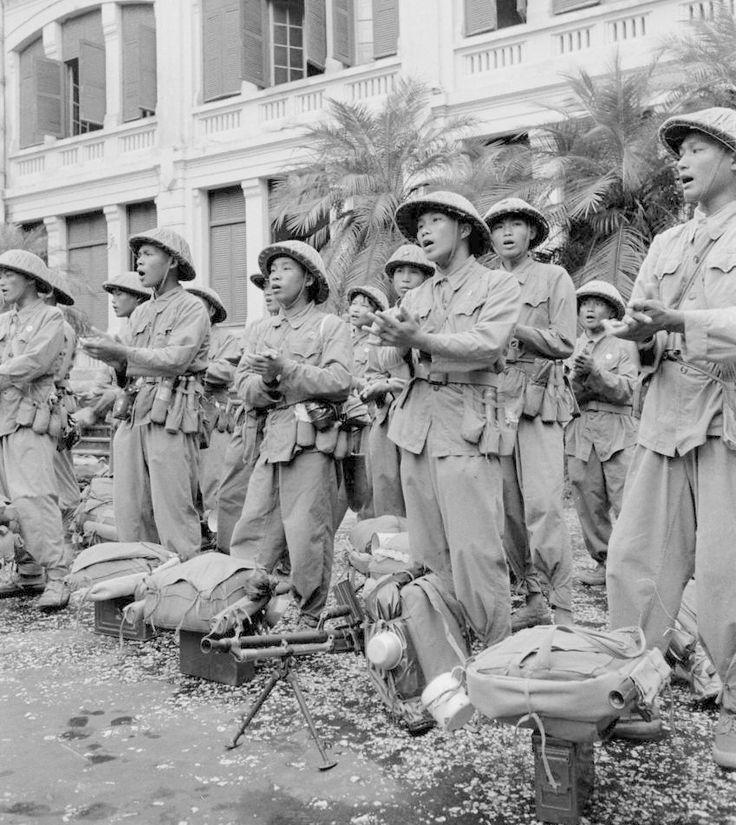 8-10 Octobre 1954. Entrée des premiers détachements du Việt Minh dans Hà Nội. Guerre Indochine. Indochina war. Viet minh.