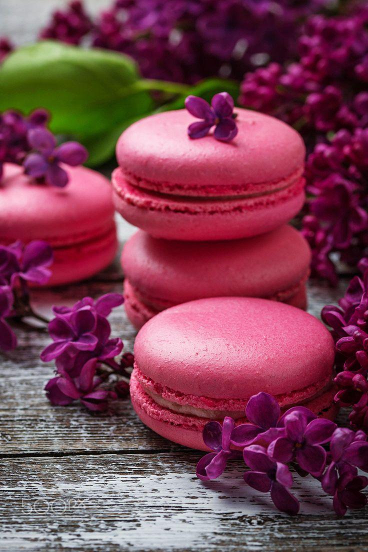 Pink macaroons and lilac. - Pink macaroons and lilac. A selective focus