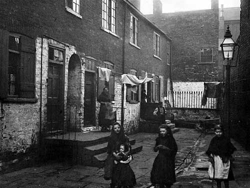 Ireland slums 1840s by refugees from ireland s great for Victorian house facts
